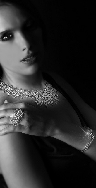 Davman model met gouden juwelen